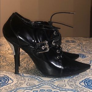 Guess Patent Leather Pointed Toe Shiny Booties
